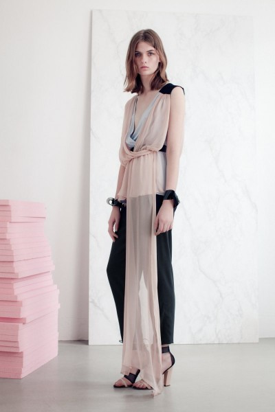 vionnet13 400x600 Vionnets Resort 2013 Collection Offers Airy & Modern Femininity