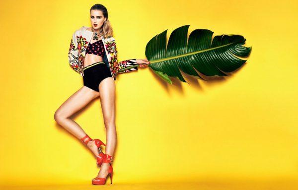 Sergi Pons Captures Lisanne de Jong in Rich Summer Hues for El País