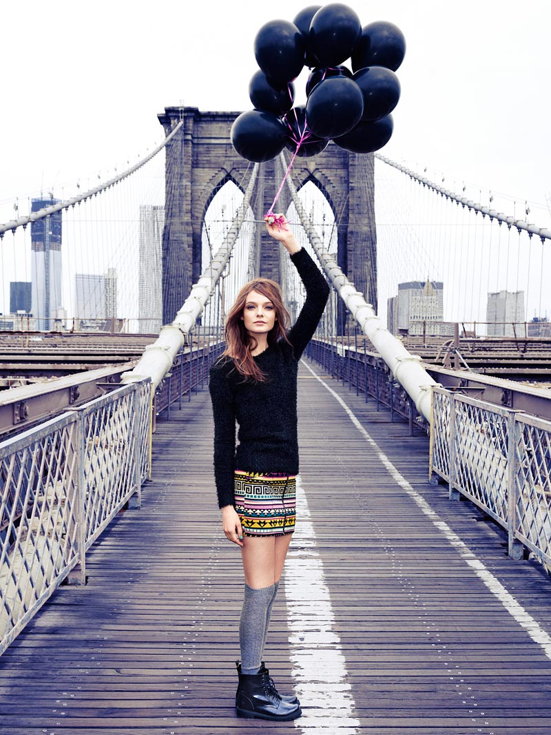 Nimue Smit Poses on the Brooklyn Bridge in New Images for H&M Divided