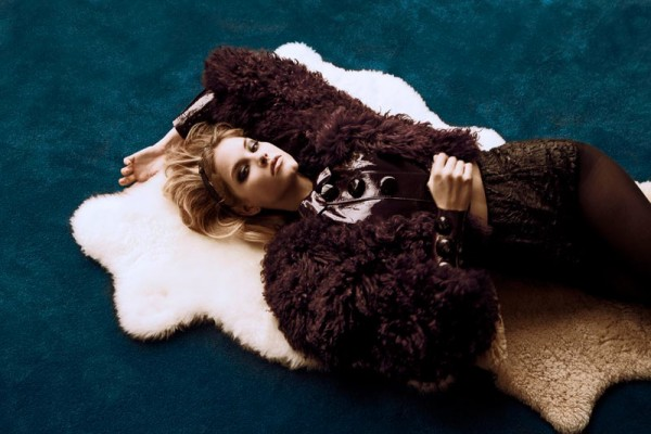 Ashley Smith by Alexander Neumann for Vogue Mexico