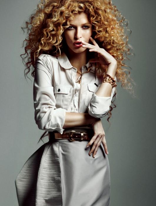 Heide Lindgren Wears Wild Curls for Elle Mexico, Shot by Santiago Ruiseñor