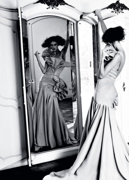 Daiane Conterato by Bob Wolfenson for Elle Brazil December 2010