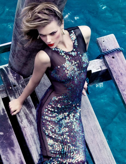 Martha Streck by Manuel Nogueira for Elle Brazil January 2012