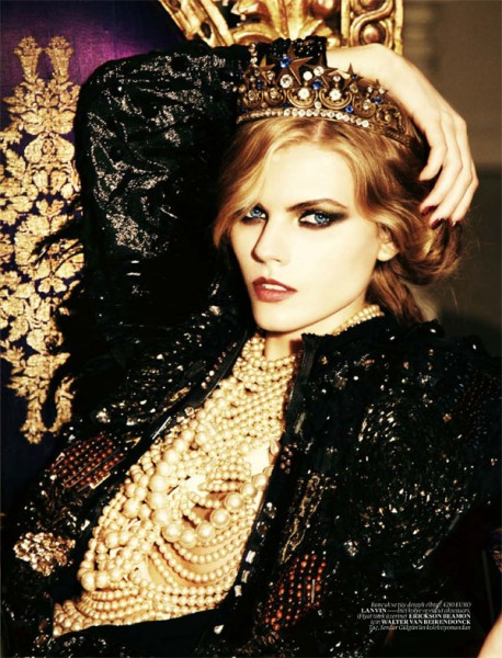Maryna Linchuk for <em>Vogue Turkey</em> December 2010 by Ellen von Unwerth