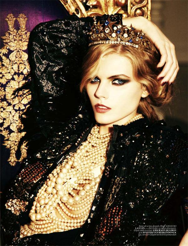 Maryna Linchuk for Vogue Turkey December 2010 by Ellen von Unwerth