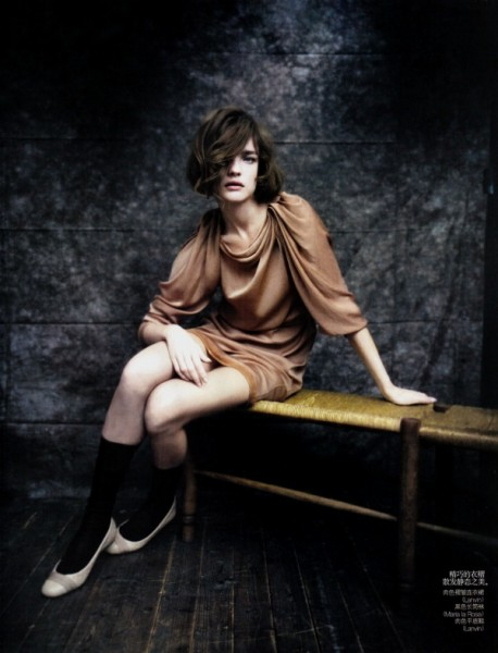 Natalia Vodianova by Paolo Roversi in The Seated Beauty | <em>Vogue China</em> May 2010