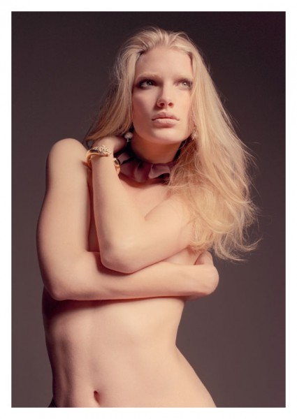 Snap! | Ilse de Boer by Elina Kechicheva for Marie Claire Italia