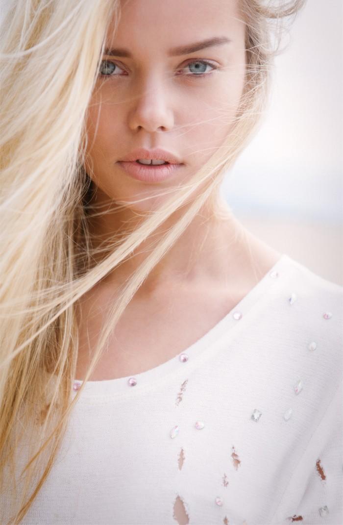 https://www.fashiongonerogue.com/wp-content/uploads/2012/11/frida-aasen16.jpg