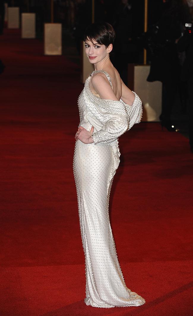 Anne-Hathaway-in-GHCbRT-2