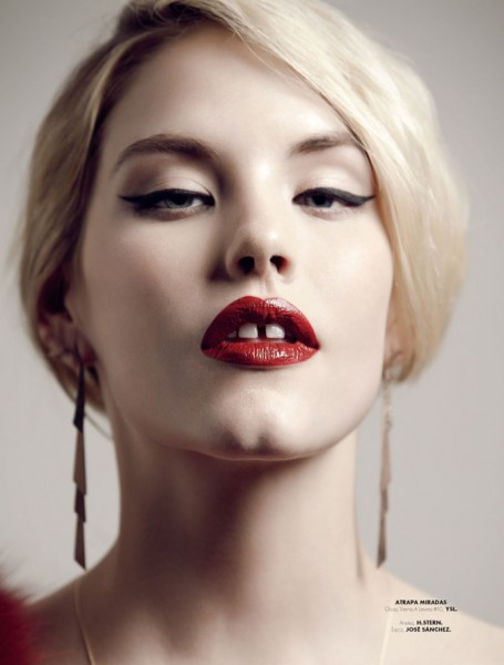Ashley Smith Poses for Santiago Ruisenor in Elle Mexico December 2012