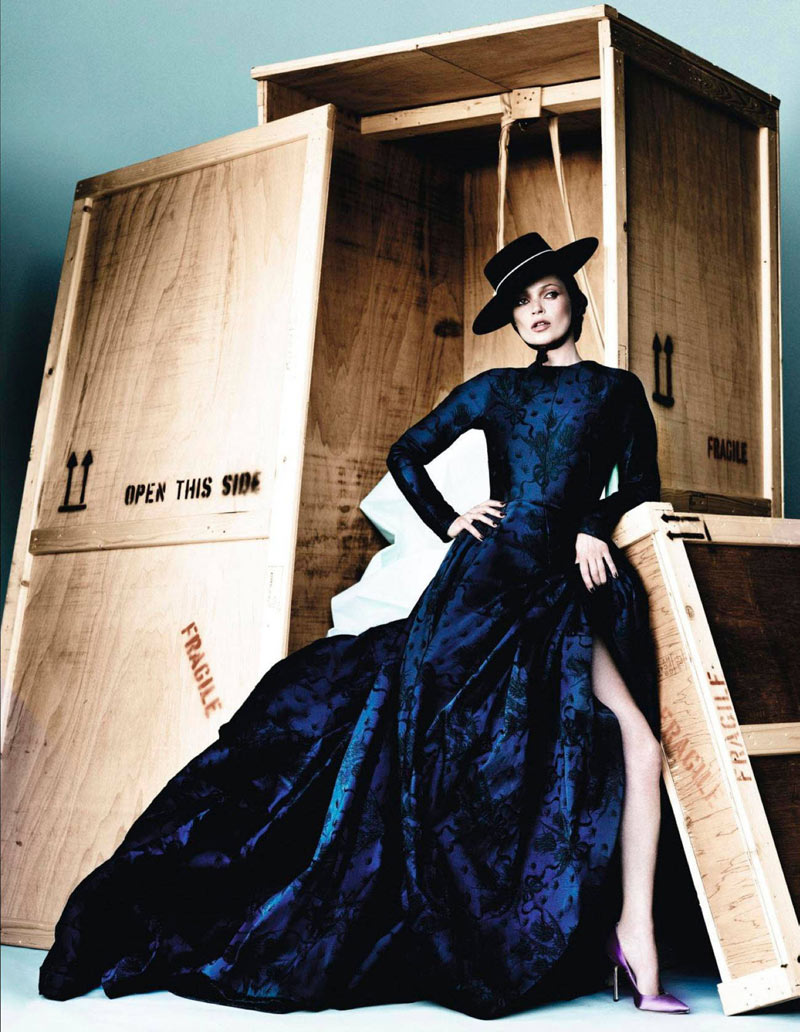 Kate Moss Has a Flair for the Dramatic in Vogue Spain December, Shot by Mario Testino