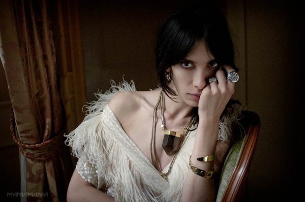 "ManiaMania Enlists Jamie Bochert for its ""Performance"" Campaign"