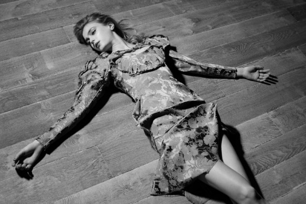 Sigrid Agren Evokes Modern Elegance for Viva! Moda by Eric Guillemain