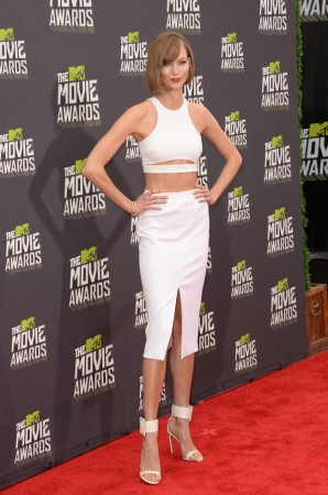 Karlie Kloss is White Hot in Cushnie et Ochs at the 2013 MTV Movie Awards