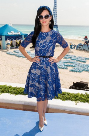 "Katy Perry is Ladylike in Monique Lhuillier at ""The Smurfs 2″ Photocall in Cancun"