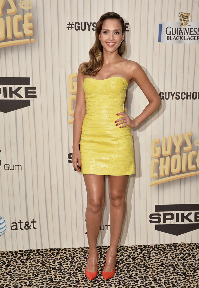 Jessica Alba Wears Atelier Versace at Spike TV's Guys Choice Awards 2013