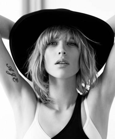 Milou van Groesen Models Casual Elegance for Singles Korea