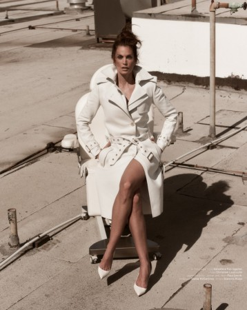 Cindy Crawford Poses for Mariano Vivanco in Muse Summer 2013