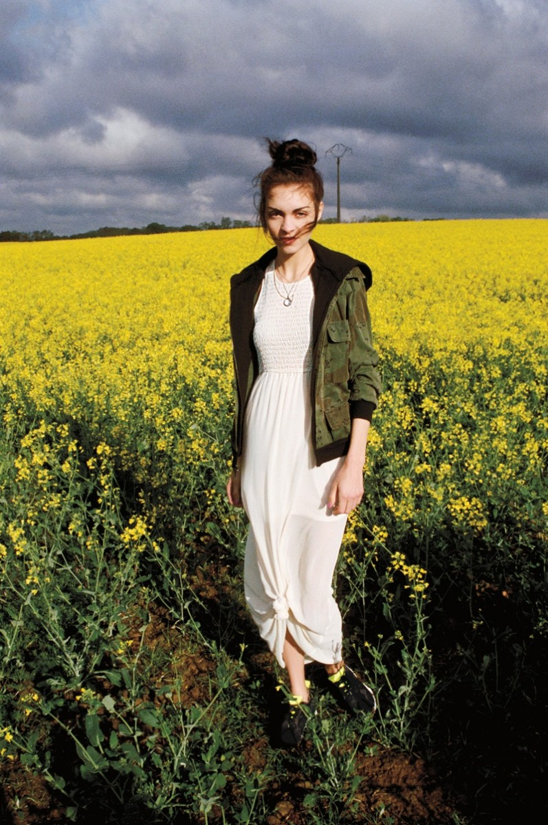UO early fall3 797x1200 Urban Outfitters Goes to Paris Countryside for Early Fall Catalog
