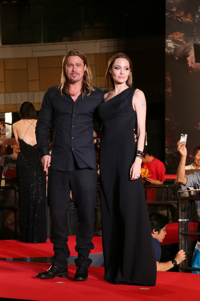 angelina saint laurent paris1 Angelina Jolie Wears Saint Laurent to the World War Z Tokyo Premiere
