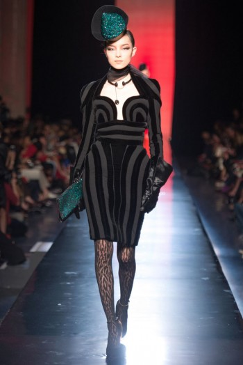jean paul gaultier haute couture fall 20 350x524 Jean Paul Gaultier Fall 2013 Haute Couture Collection