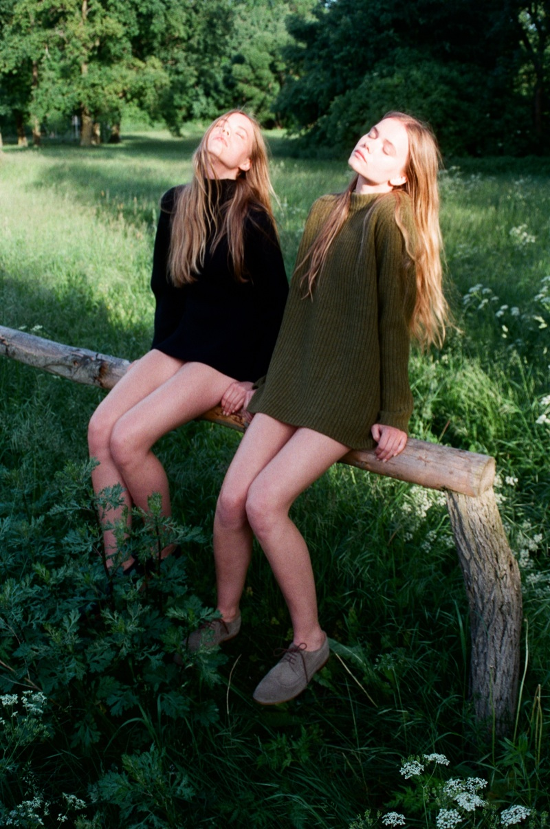 lina zeit shoot1 Inka and Neele Hoeper Pose for Lina Scheynius in Zeit Magazin
