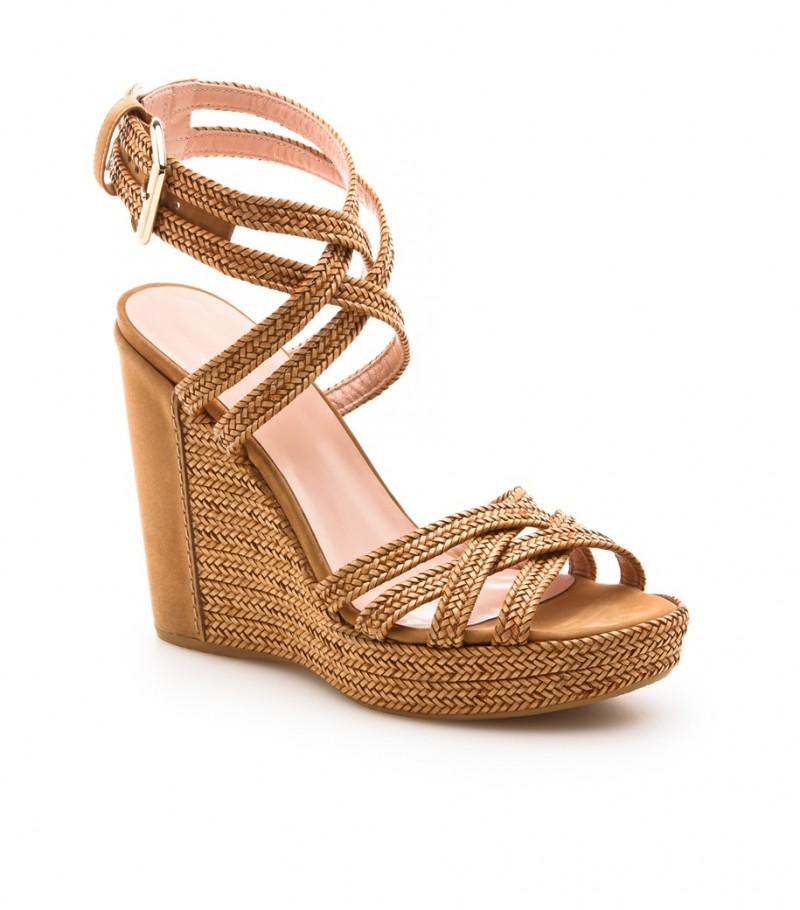 stuart weitzman wedge 800x910 8 Essentials for Your Summer Beach Outing