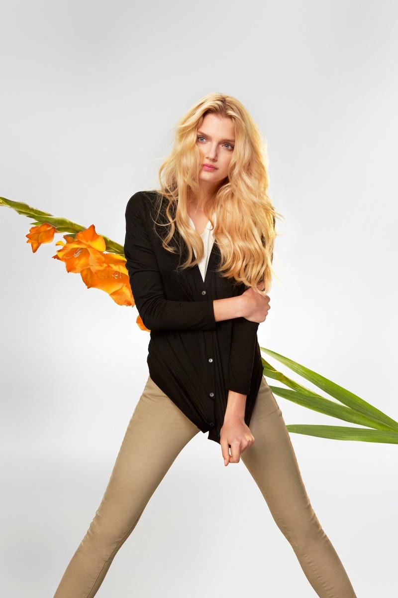 uniqlo silk cashmere4 Chloe Sevigny and Lily Donaldson Front Uniqlos Silk & Cashmere Campaign
