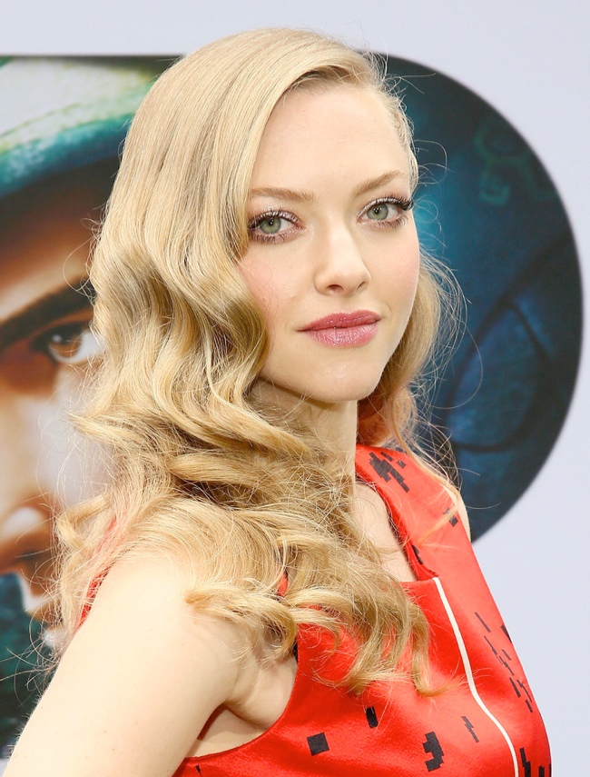 1930s hairstyles elegant waves for women actress amanda seyfried wears a relaxed wavy hairstyle at event pmusecretfo Image collections