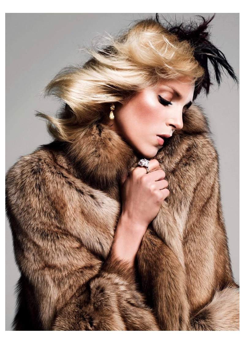 anja queen10 Anja Rubik Gets Regal for Vogue Paris Shoot by Inez & Vinoodh