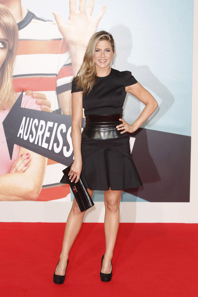 jennifer alexander mcqueen1 Jennifer Aniston Wears Alexander McQueen at the We Are the Millers Berlin Premiere