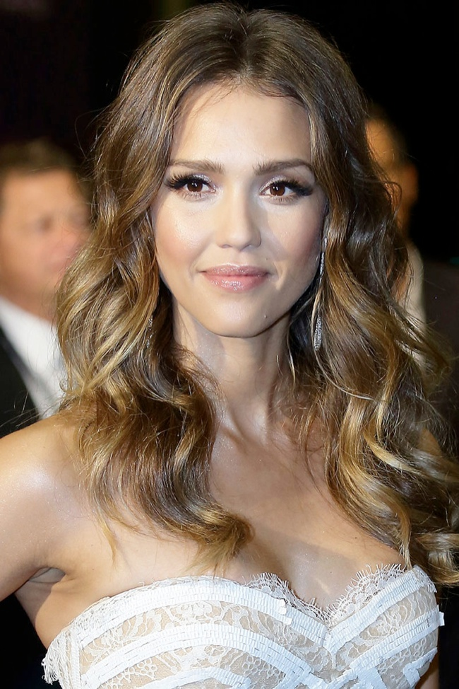 jessica alba sexy waves 12 Long Hairstyles That Inspire