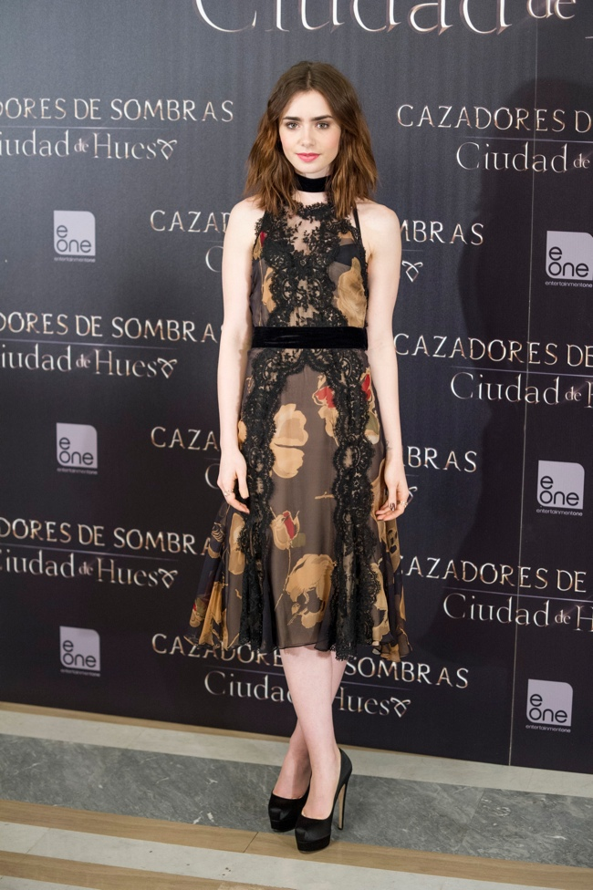 lily dolce gabbana1 Lily Collins Wears Dolce & Gabbana to The Mortal Instruments: City of Bones Madrid Photocall