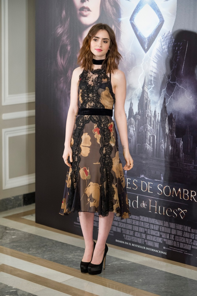 lily collins wears dolce  u0026 gabbana to  u0026quot the mortal instruments  city of bones u0026quot  madrid photocall