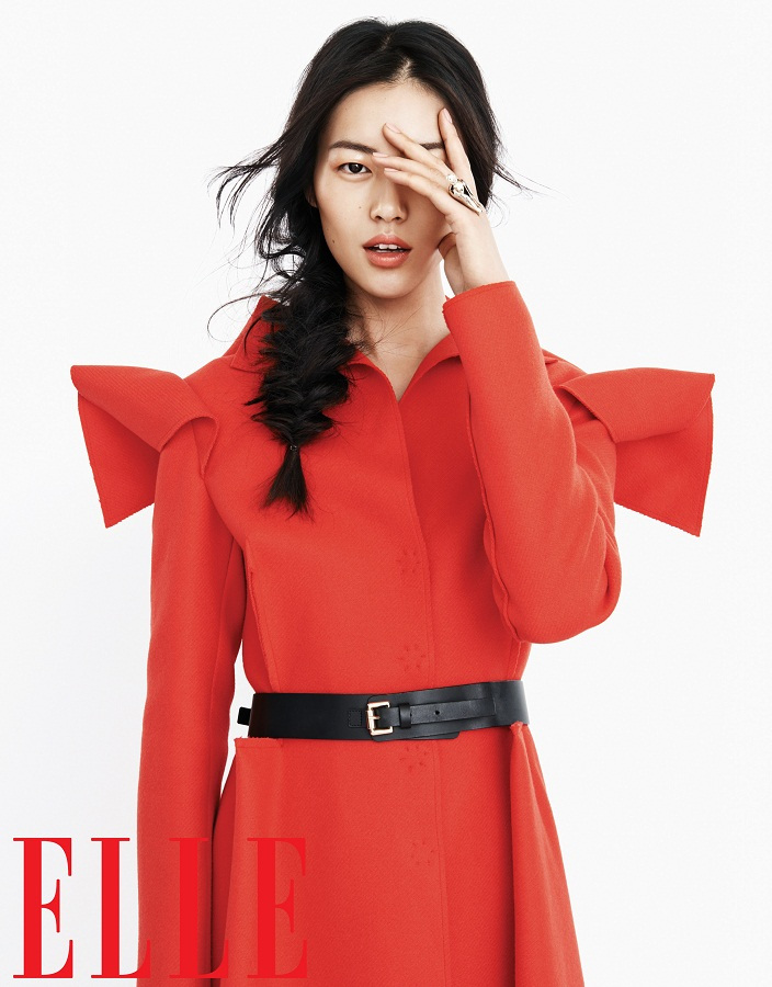 liu wen model6 Liu Wen Models Fall Looks for Elle Chinas September Issue