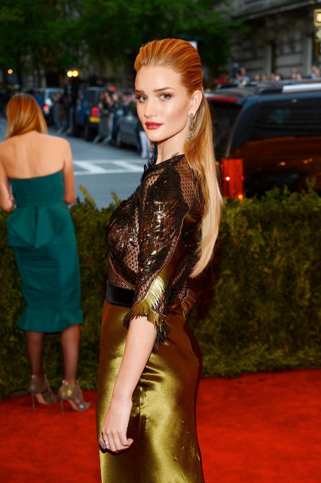 rosie huntington whiteley half up half down 12 Long Hairstyles That Inspire