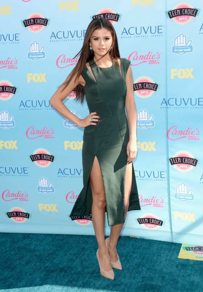 selena gomez cushie et ochs Miley Cyrus in Saint Laurent, Nina Dobrev in J. Mendel & More Style at the Teen Choice Awards 2013