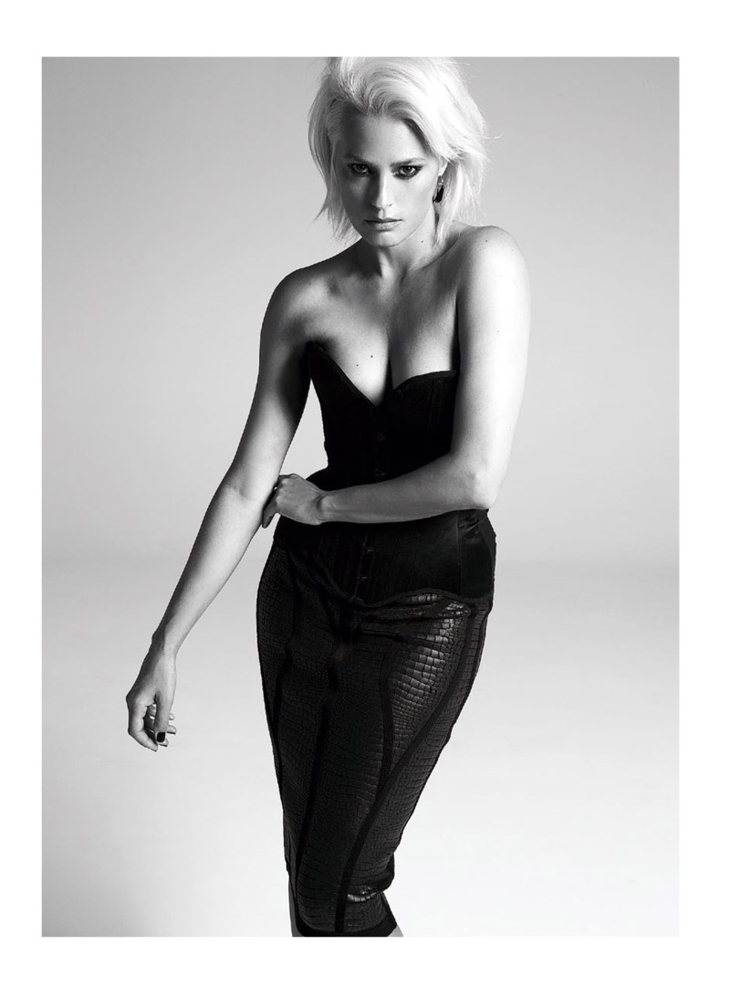 yasmine le bon3 Yasmin le Bon Shows Off Platinum Blonde Look for S Moda Spread