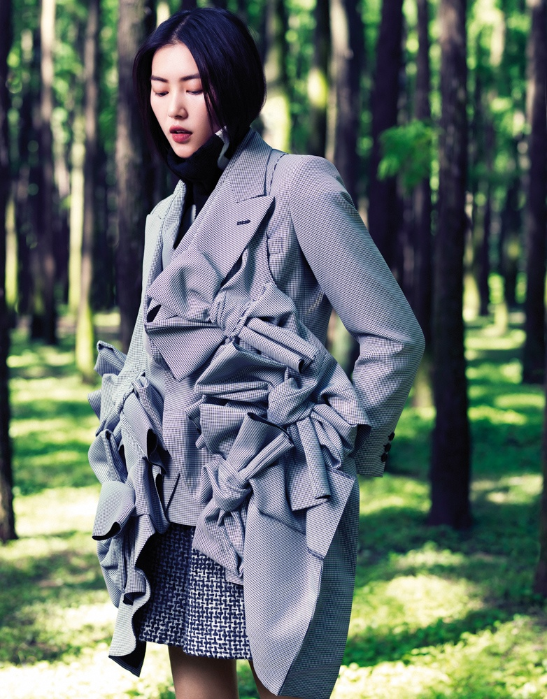 StocktonJohnson LiuWen 5 Liu Wen Poses for Stockton Johnson in Outdoorsy Grazia Shoot