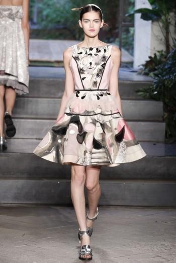 Milan Fashion Week Spring/Summer 2014 Day 3 Recap   Versace, Sportmax, Blumarine + More