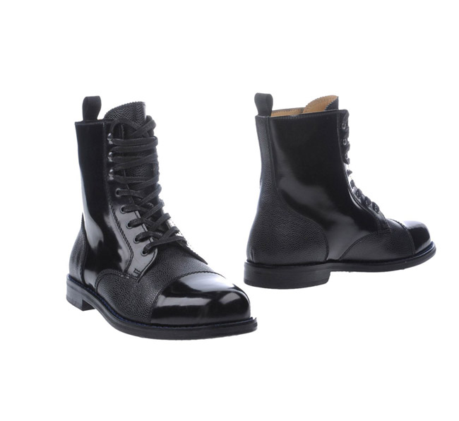 combat boots 9 Grunge Looks of the Season