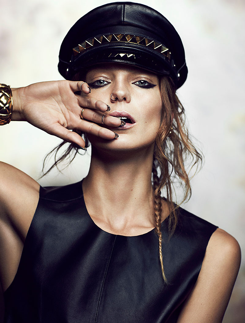 daria fashion2 Daria Werbowy Stuns for Chris Nicholls in Fashion Magazine Feature