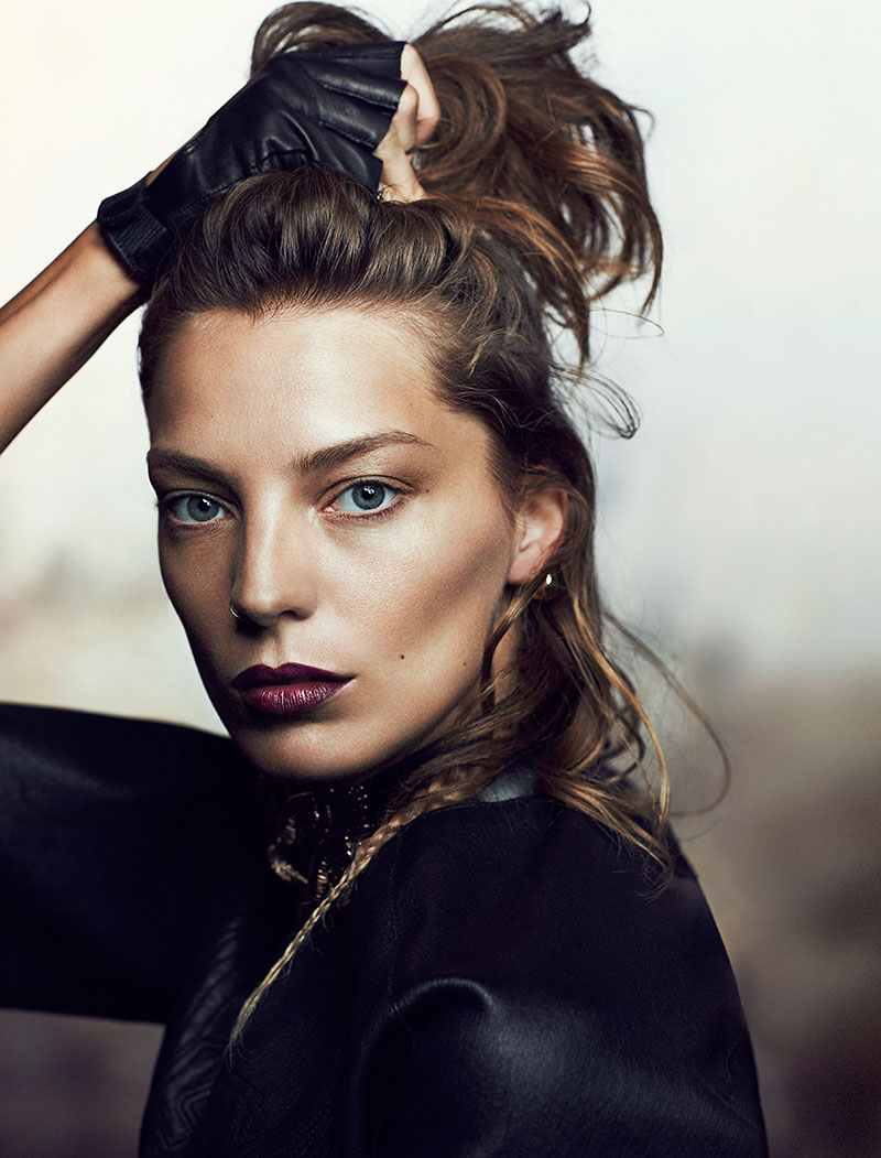 daria fashion4 Daria Werbowy Stuns for Chris Nicholls in Fashion Magazine Feature