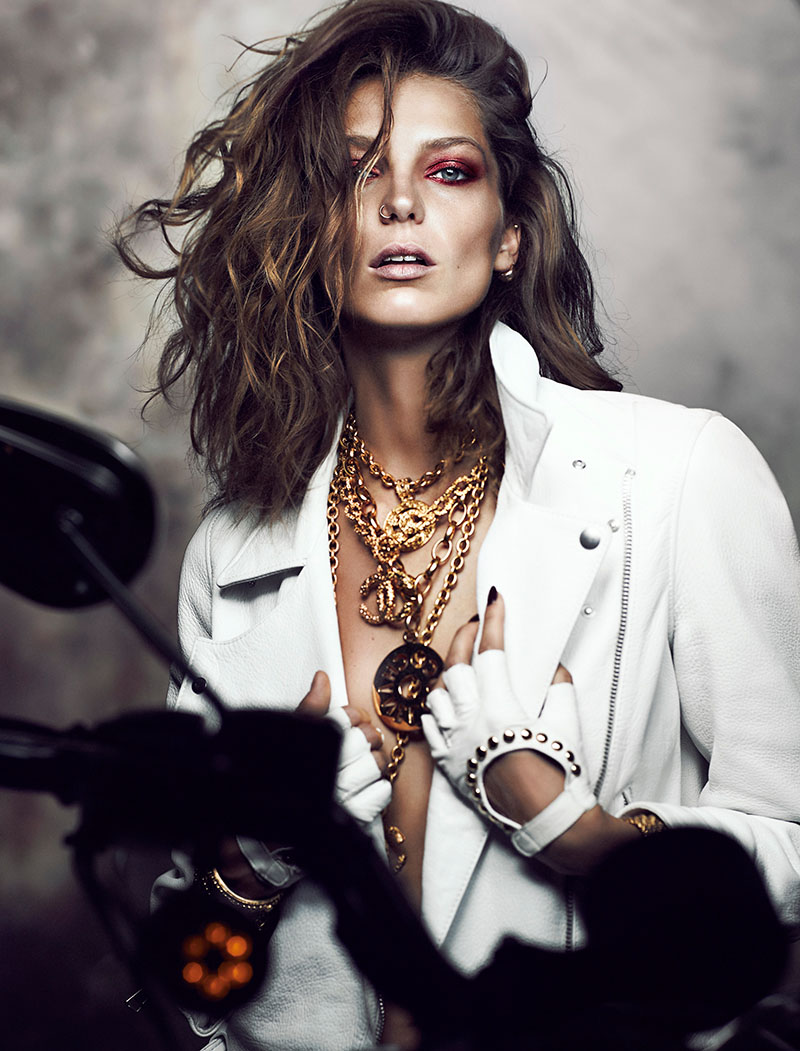 daria fashion5 Daria Werbowy Stuns for Chris Nicholls in Fashion Magazine Feature