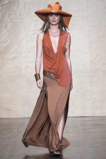 donna karen spring 2014 27 350x524 Donna Karan Spring 2014 | New York Fashion Week
