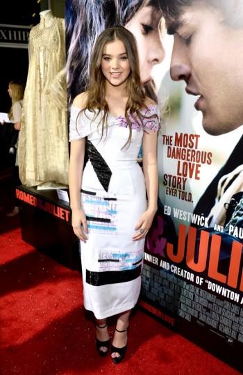 "Hailee Steinfeld Wears Prabal Gurung at the ""Romeo & Juliet"" Premiere"