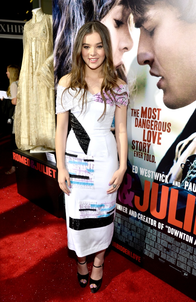 "Hailee Steinfeld Wears Prabal Gurung at the ""Romeo & Juliet"" Premiere"