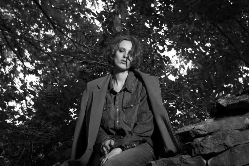 karen elson portraits3 Karen Elson Poses in New BLK DNM Portraits by Johan Lindeberg