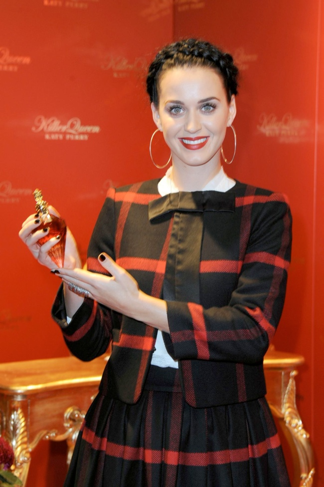 katy perry alice olivia2 Katy Perry Wears Alice + Olivia at Her Killer Queen Fragrance Launch in Berlin