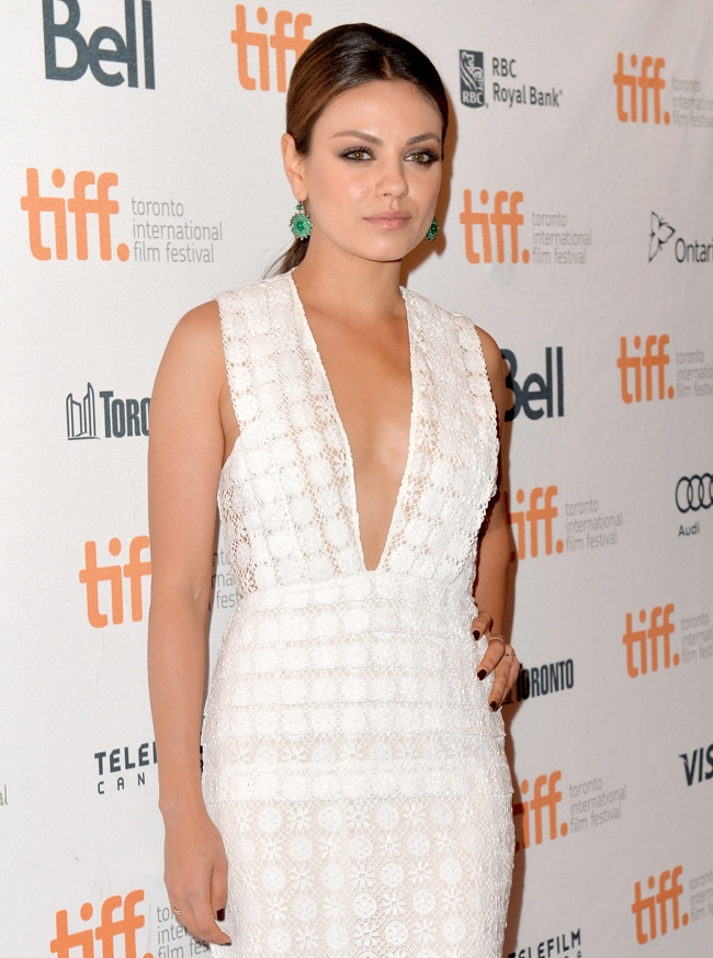 mila kunis burberry2 Mila Kunis Wears Burberry Prorsum at the Toronto International Film Festival